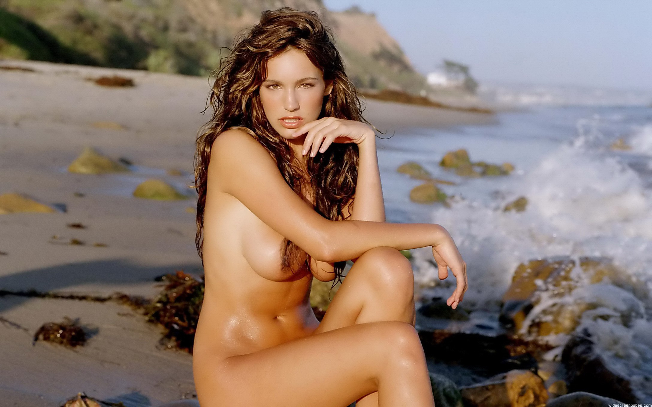 Kelly brook pira as nude