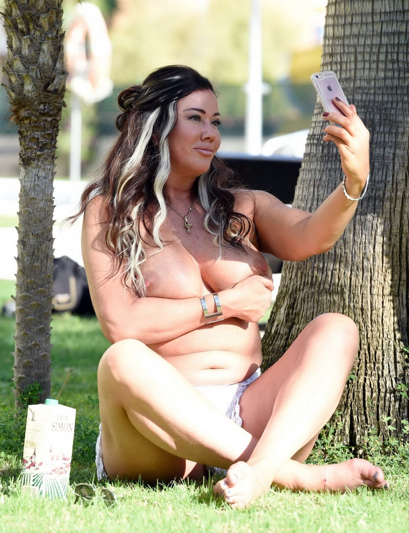 Lisa appleton collapses and exposing her bum while chomps on a adult toy